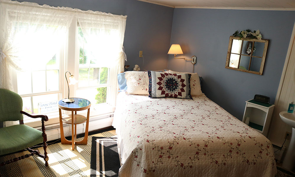 Country style bedroom - Goose Pond Inn