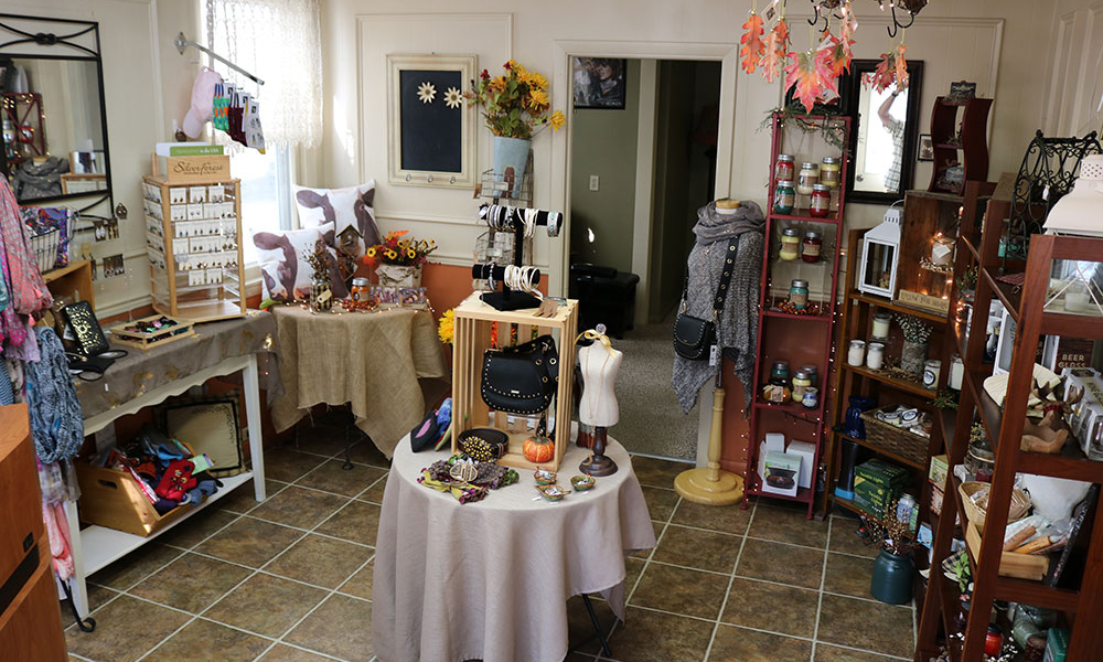 Gift shop Trimmers Salon and Basket Creations